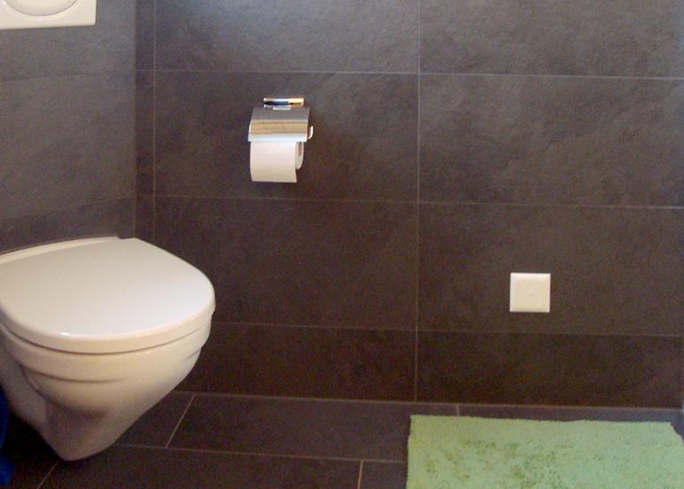 Badezimmer in WeissGrn und Anthrazit