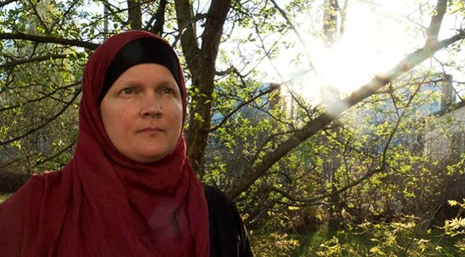 Halima Huotarinen etsi hengellistä yhteisöään vuosia – sitten hänestä tuli muslimi