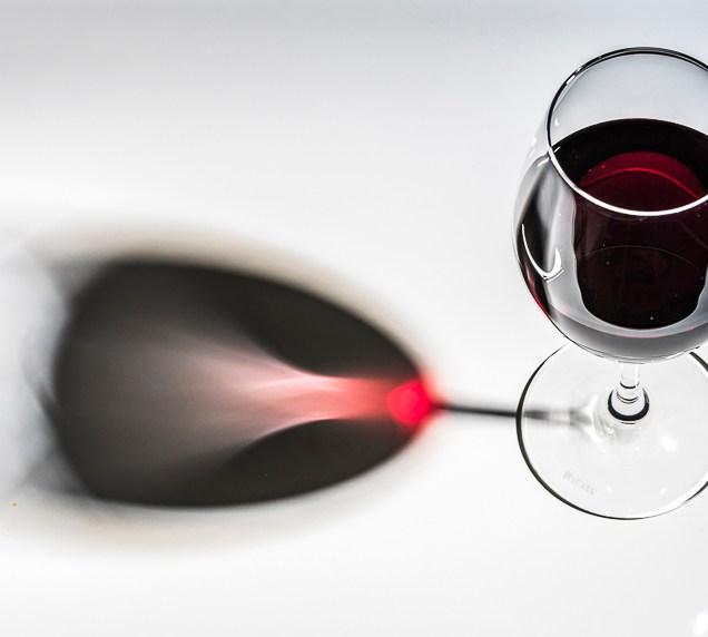 Viineja ja viinilaseja