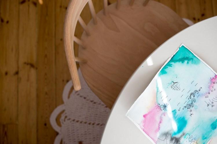 Tuoli ja maalaus. muitaihania.com - Tiina Arponen