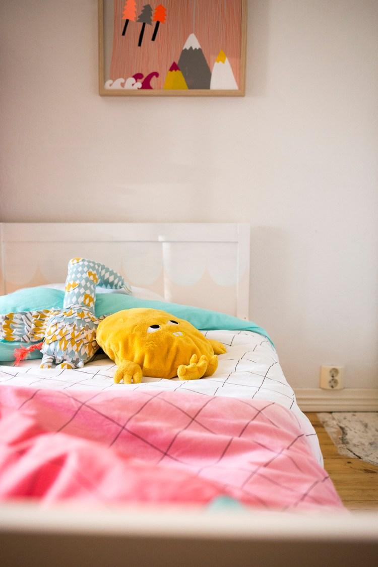 Pehmiksen värinen sänky