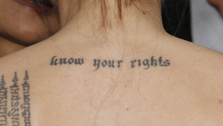 Tatuajes Que Ya Pasaron De Moda Letras Goticas Mujer De 10