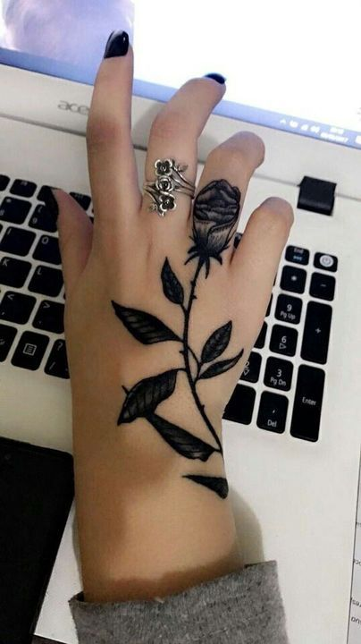 Tatuaje Rosa Mano Mujer De 10