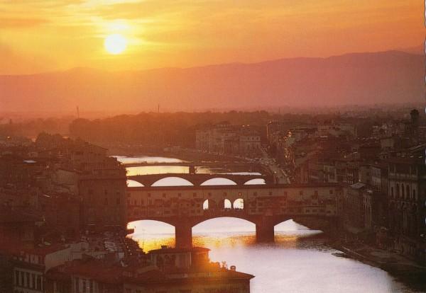 Vista desde el Lungarno al Tramonto de Florencia