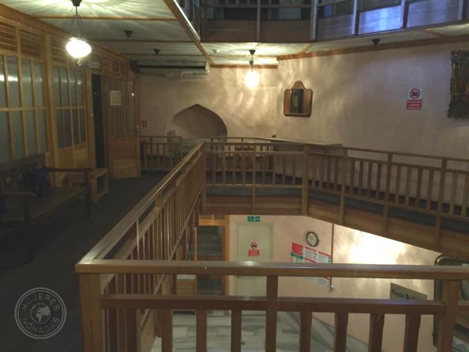 Interior del hamami: zona de vestuarios y sauna