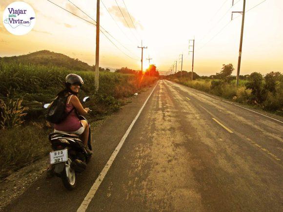 Kachanabury en moto