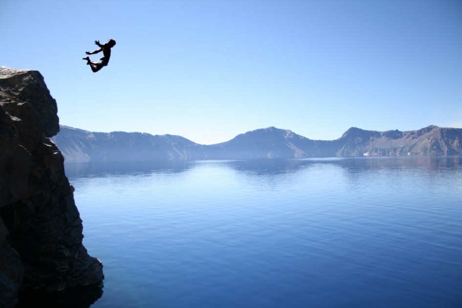 Salto en el crater lake