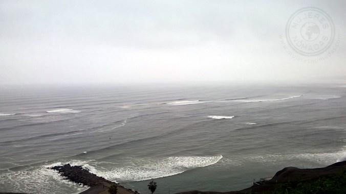 Vista del Océano Pacífico desde la ciudad de Lima