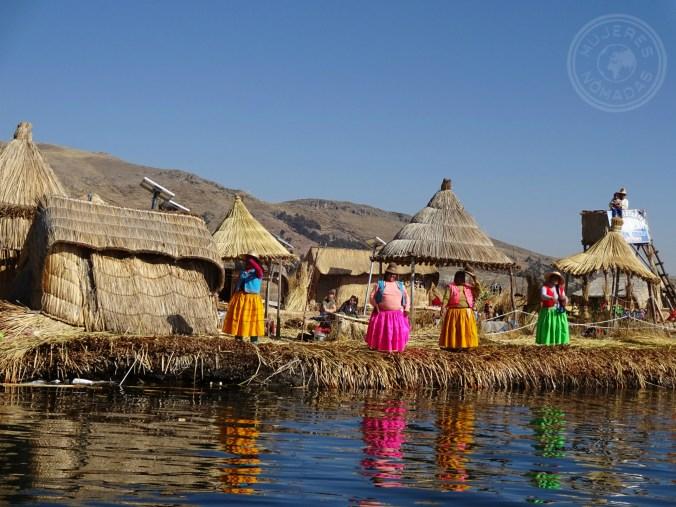Isla Flotante de los Uros en el Lago Titicaca