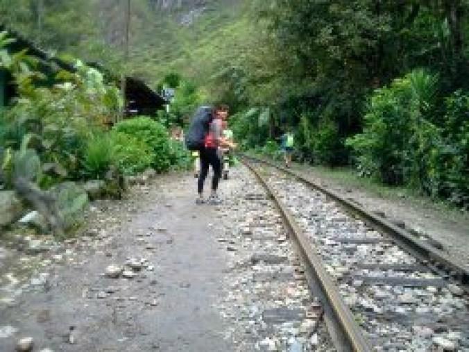 Vias Camino a Aguas Calientes buena Perú(1)