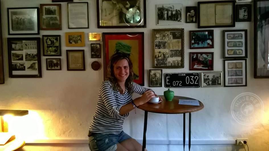 En el Café Revolución.