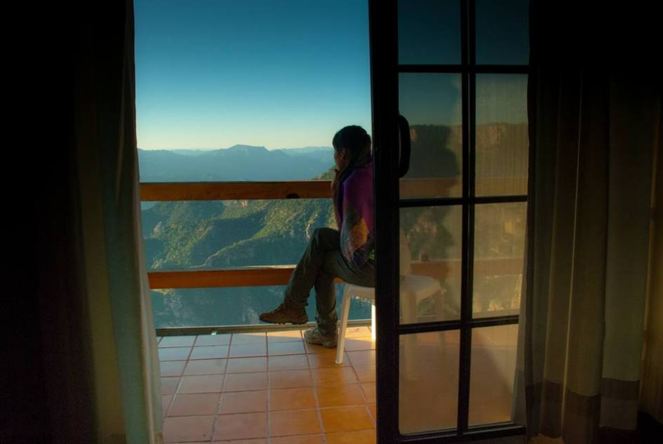 Esmeralda contemplando las increíbles vistas.