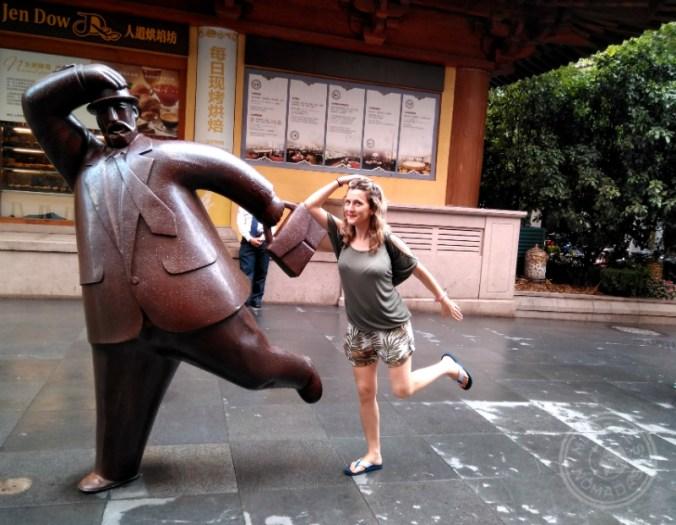 Una de las divertidas esculturas que te puedes encontrar en plena calle en Shanghái.