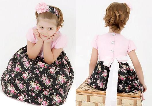 Vestido com flores rosas