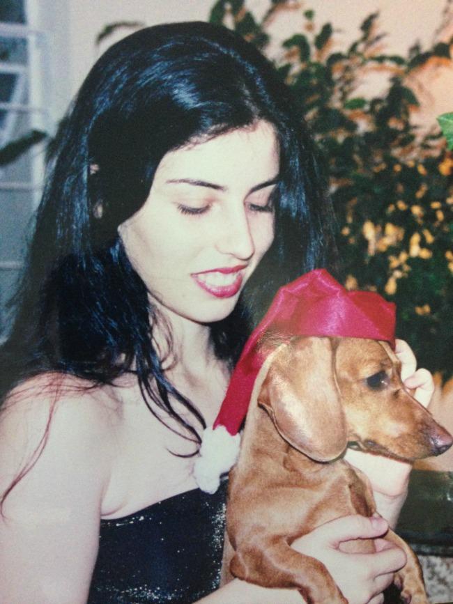 Luciana 22 anos - cores de cabelo - Preto Azulado da Soft Color - Wella