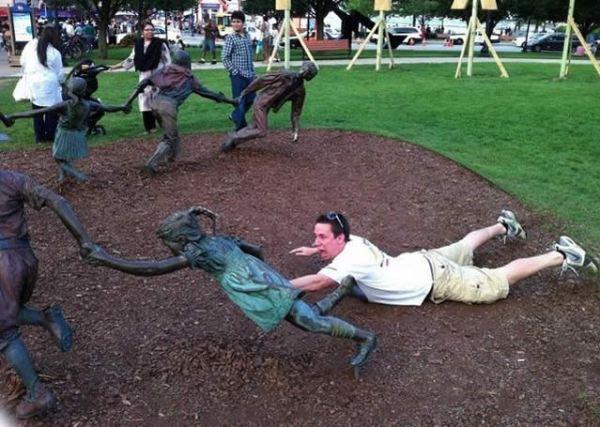 fotos-engracadas-com-estatuas
