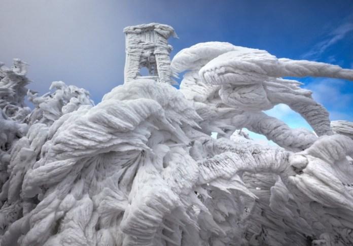 Formação de gelo na montanha