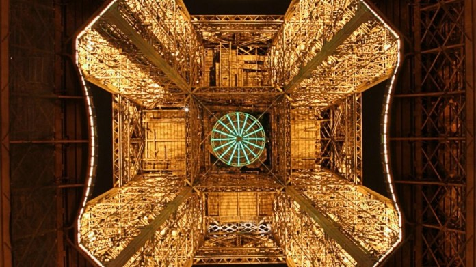 Torre Eiffel vista de baixo