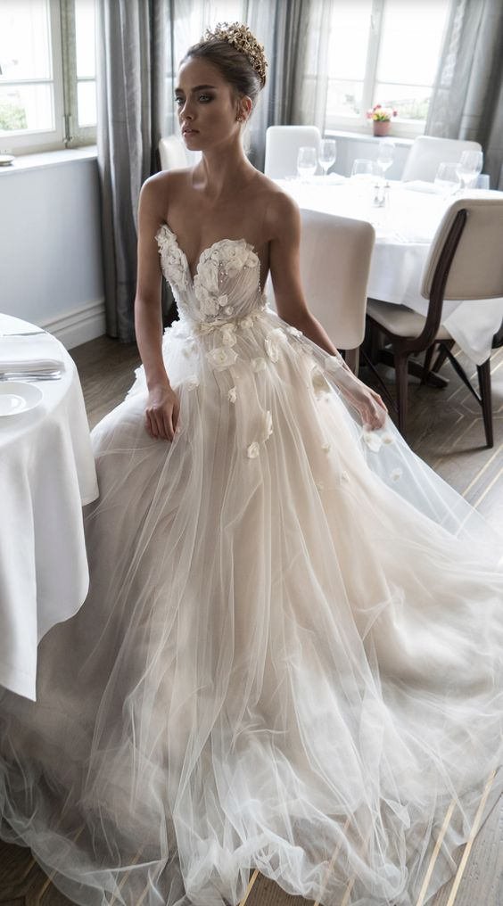 6c96307a60318b6ad3468a8d9525a125--beach-wedding-dress-wedding-dresses