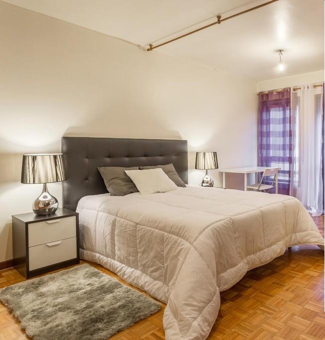 amazing-couple-room-metro-marques-center-city-19f27635da7ddf2ba116a805e6ab39d2