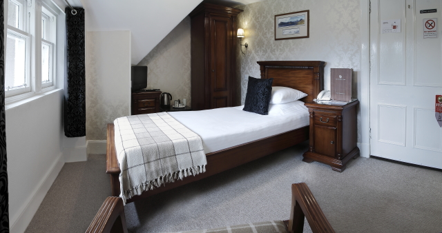booking-single-room10_bedroom_bathroom_scotland_book_accommodation_highland