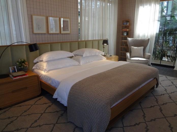 couple-room-1613619_960_720