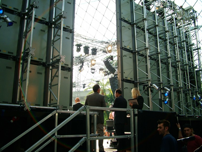 Showcase  multicolor LED display systems