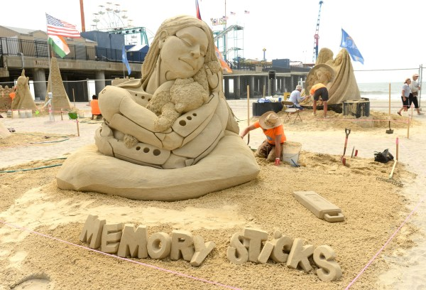 Crowning In World Sand Sculpting Artists
