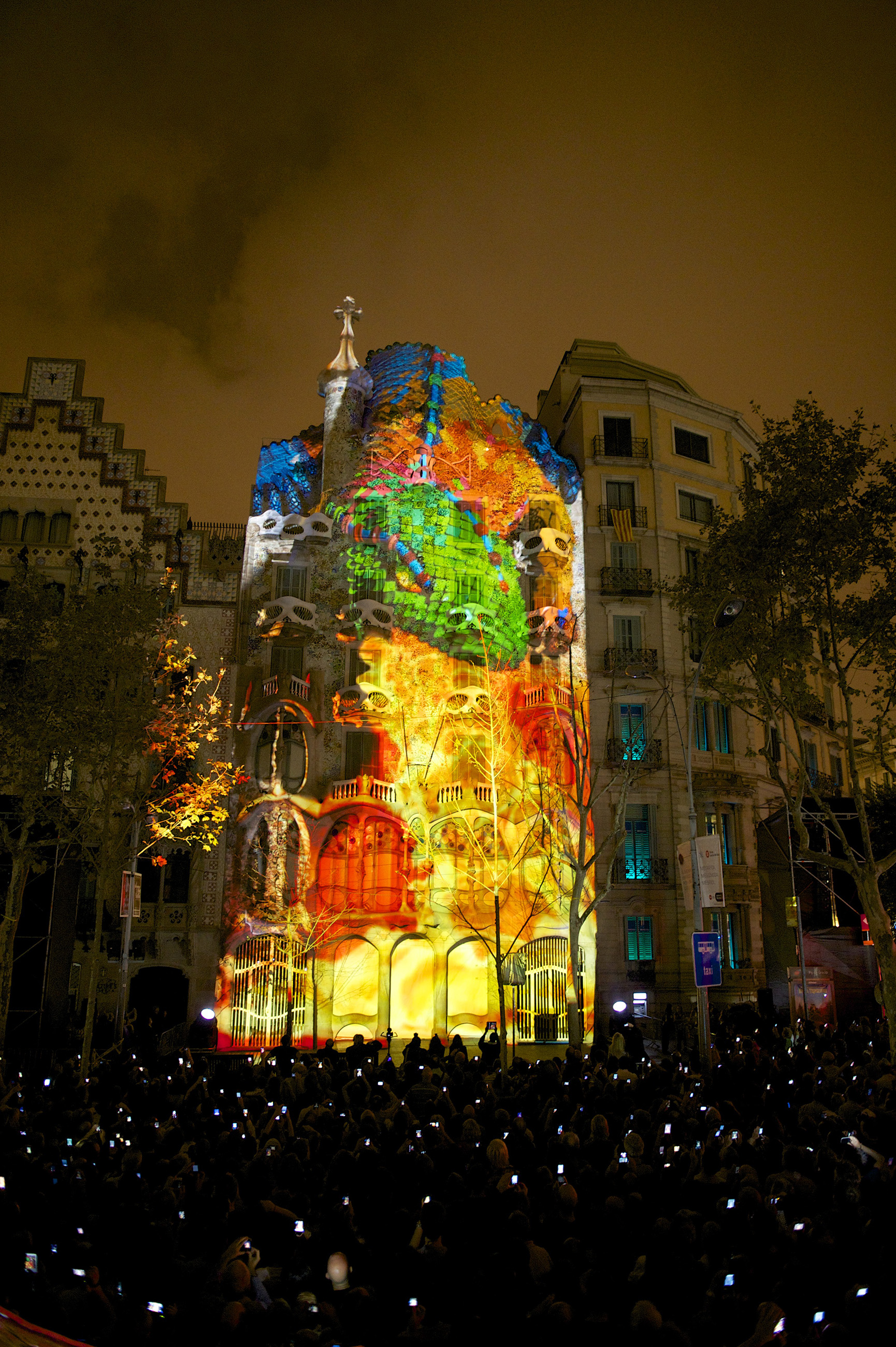 Massive Show Mapping At The Facade Of Gaudis Masterpiece