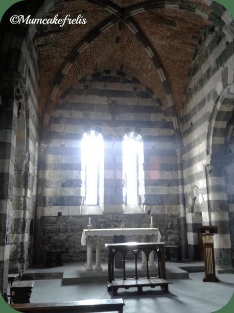 interno della chiesa di S. Pietro a Portovenere