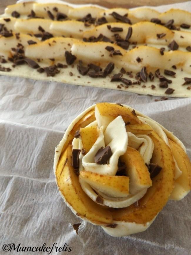 rose di pasta sfoglia con pere e cioccolato