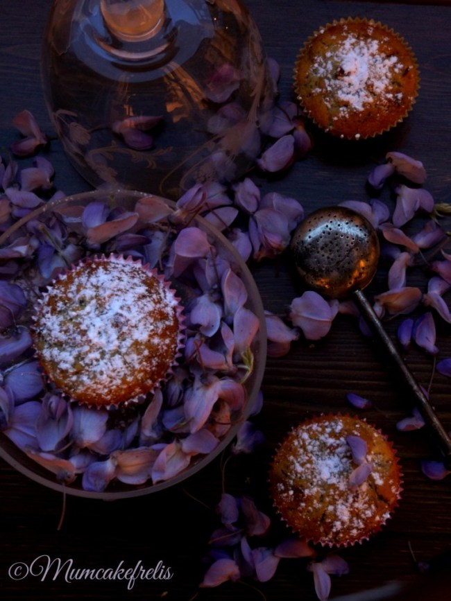Cupcake with Wisteria flowers recipes ricetta vegana cupcake con glicine
