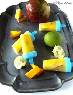 La ricetta per preparare in casa i ghiaccioli di frutta per la merenda dei bambini, Ghiaccioli alla frutta, la macedonia ghiacciata su uno stecco, ghiaccioli fai da te con frutta fresca.