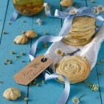 Biscotti di pasta frolla montata all'olio con camomilla