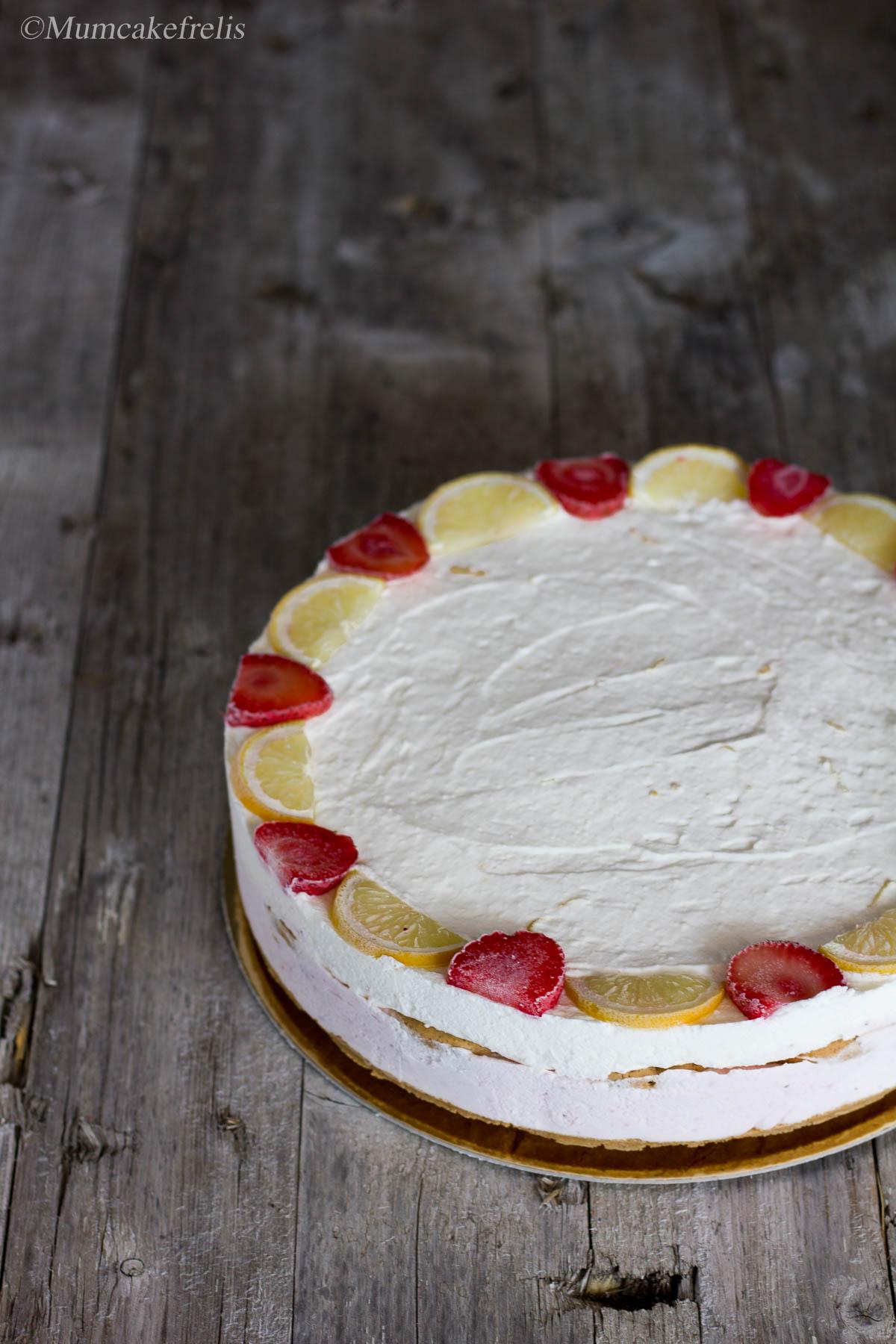 cheesecake ghiacciata con fragole e limone