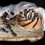 Ciambella con cocco e mirtilli freschi