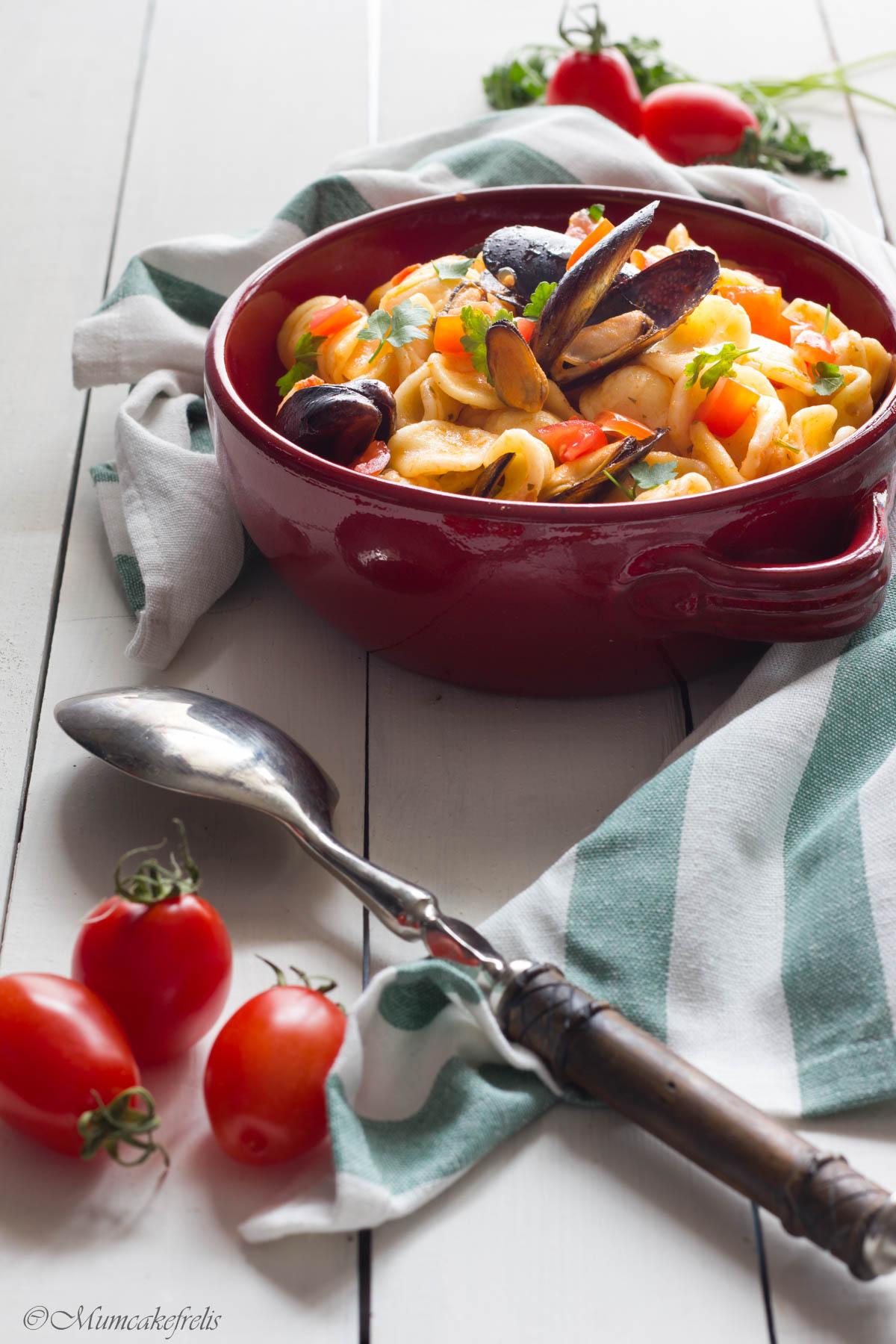 pasta con le cozze e vongole, come fare la pasta con cozze e vongole, pasta con cozze sgusciate surgelate