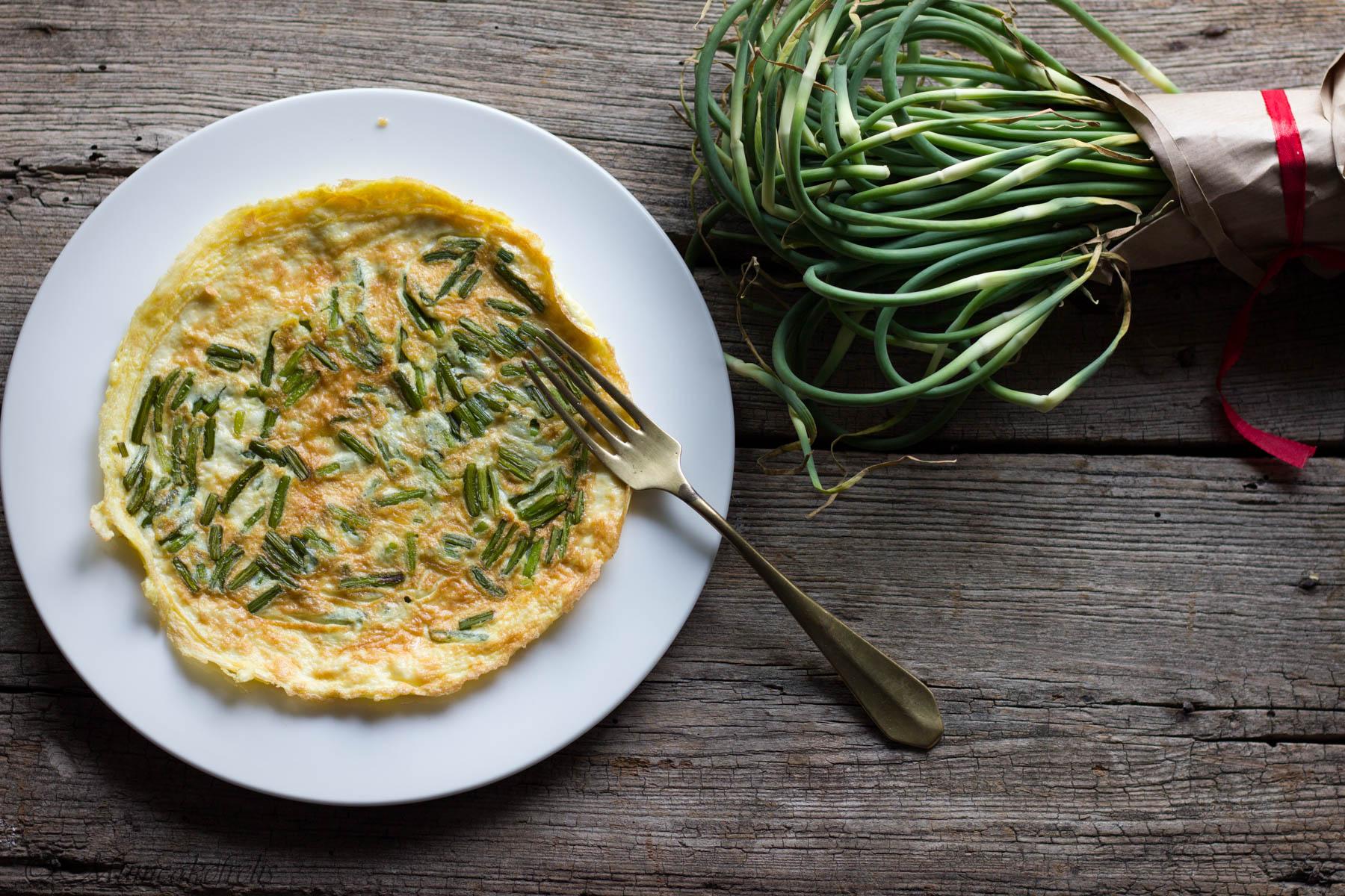 come fare la frittata con talli d'aglio