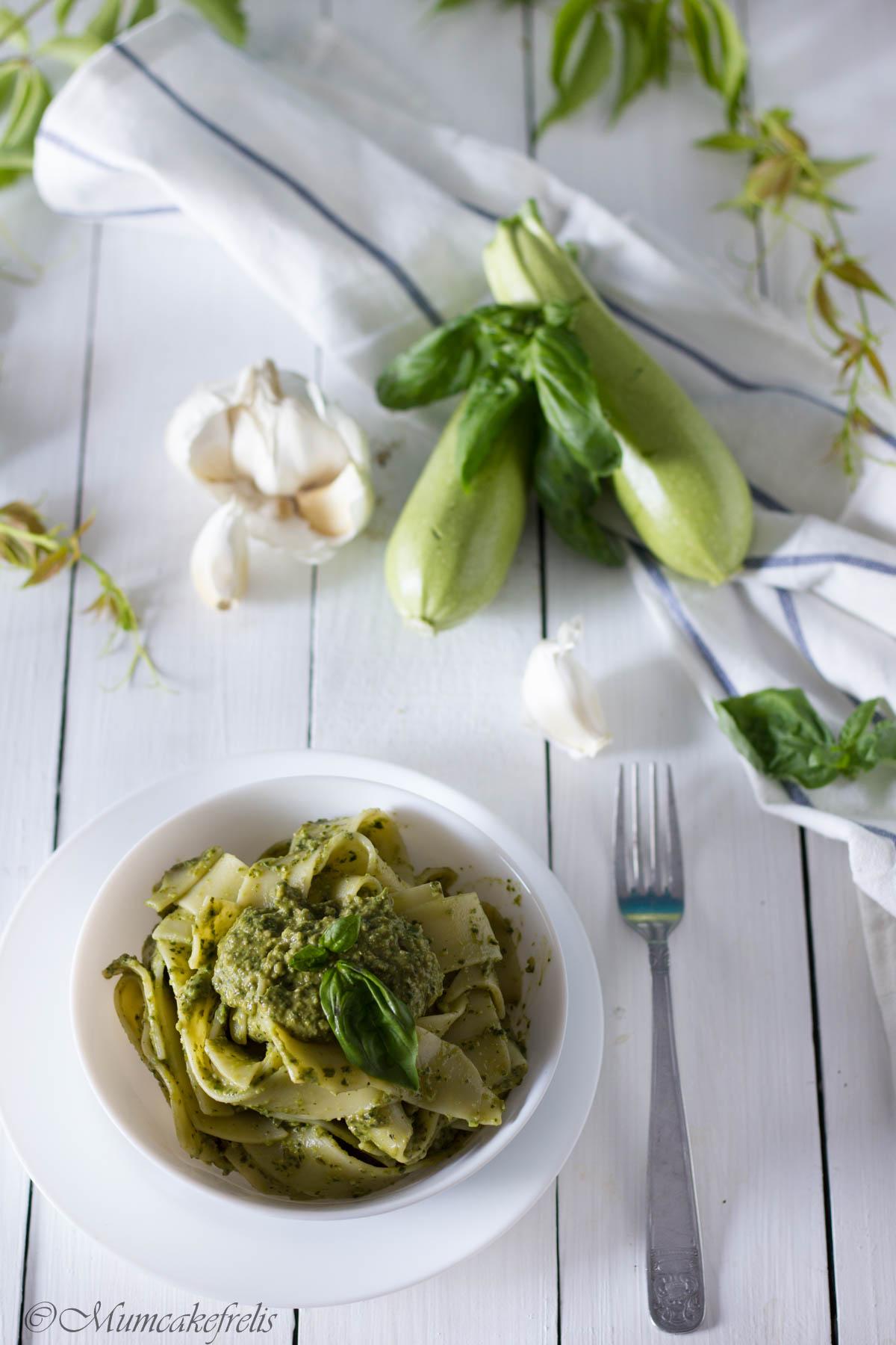 pesto zucchine e basilico