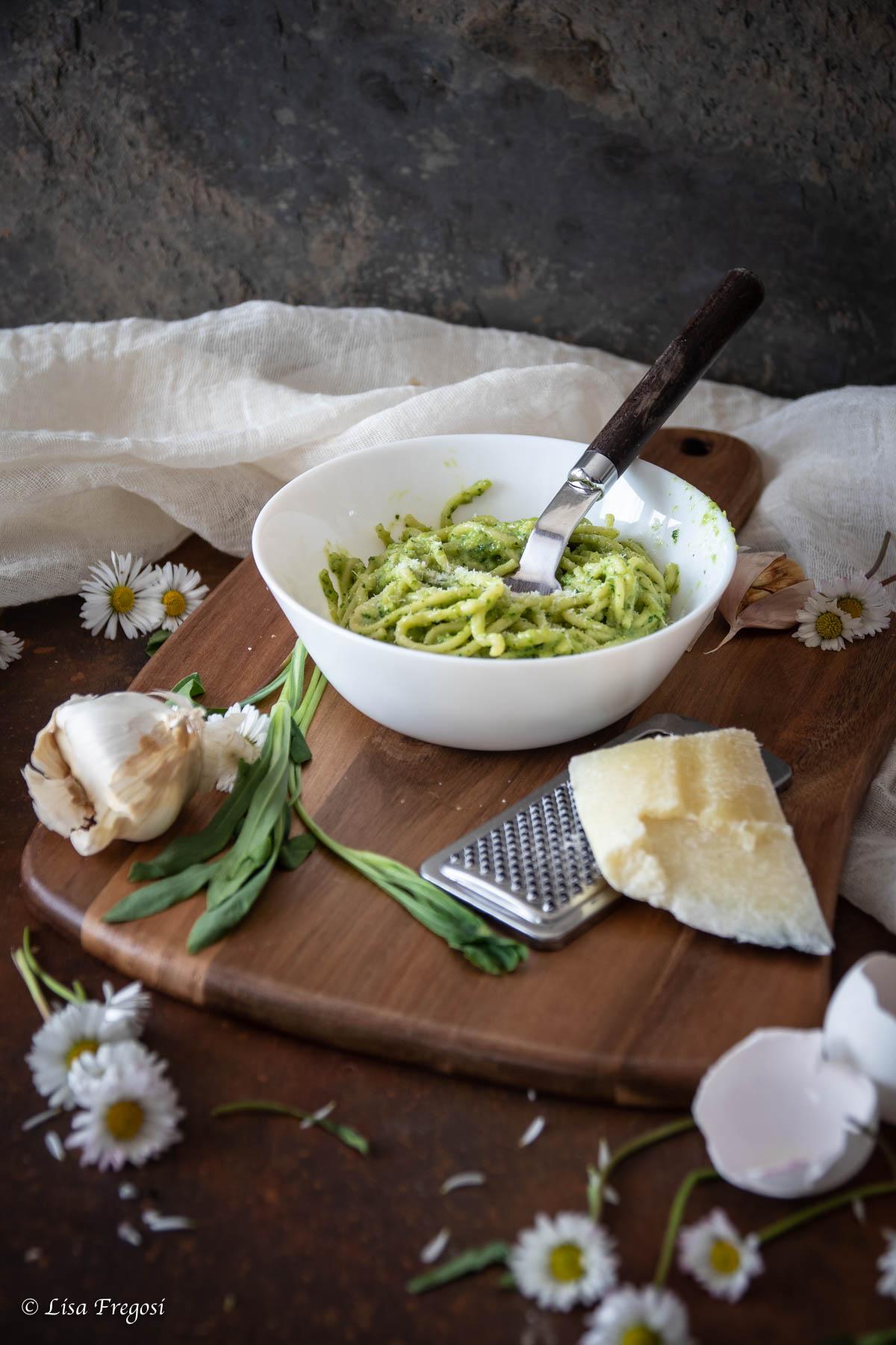 la ricetta per il pesto di carletti con pasta fresca all'uovo