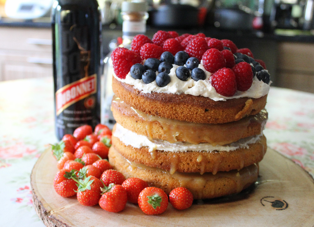 Gin and dubonnet cake with lemon curd