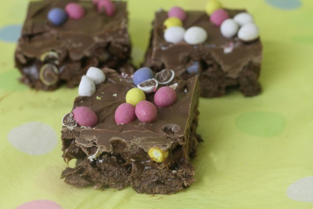mini egg krispy cakes