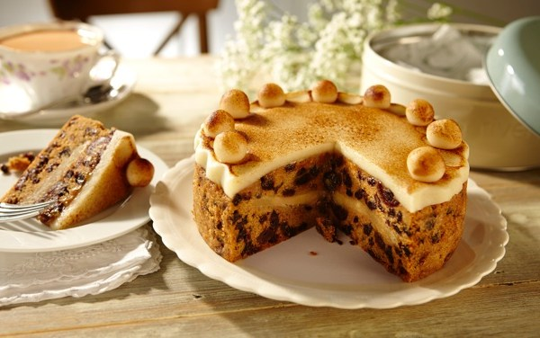 Meg Rivers Simnel Cake : The Gift of Cake by Post