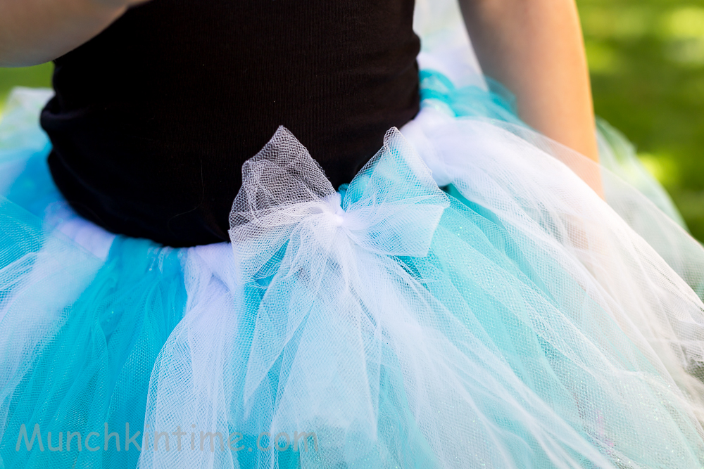 How To Make #Frozen #Tutu – Easy DIY Tutorial -It is a super easy DIY, it's fast to create and finally it is CHEAP.