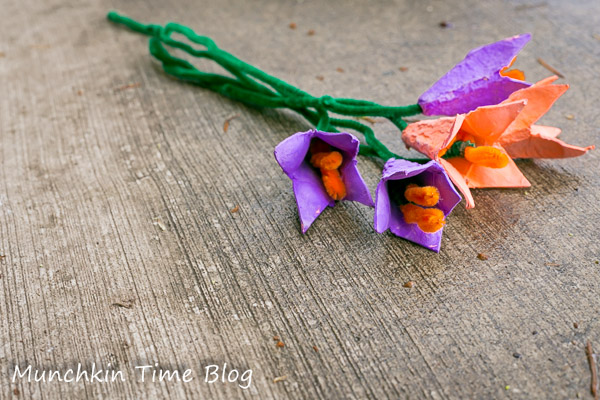 Earth Day Craft for Kids - Egg Carton Tulip Flowers #eggcarton #kidscraft
