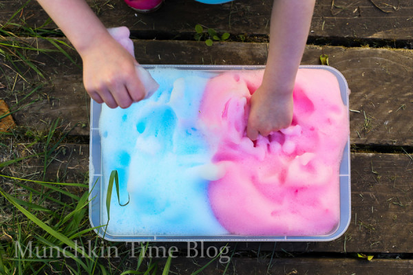 Fun Activity for Kids Foamy Cloud Sensory Play - www.munchkintime.com #sensoryplay #kidsactivities-