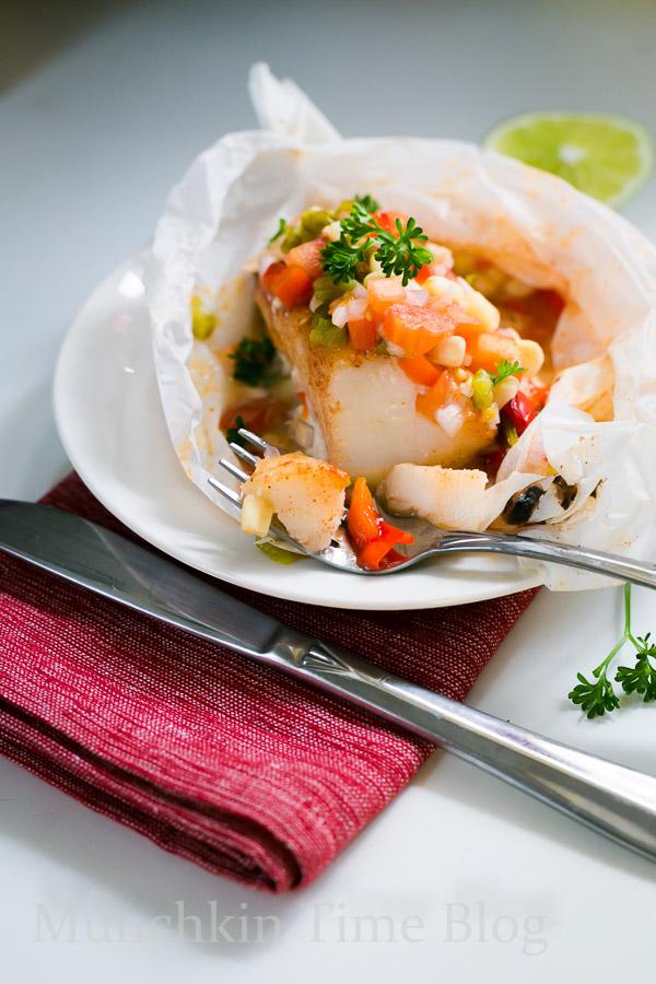 Oven Baked Alaskan Cod Parcels and Roasted Vegetables #codrecipe #dinnerrecipe www.munchkintime.com