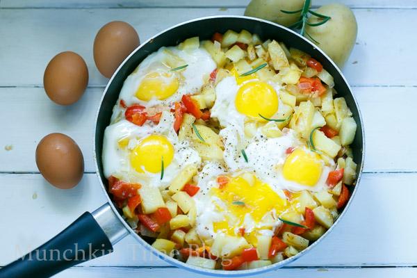 Simply Delicious Potato Hash and Eggs Breakfast Recipe #potatohash #breakfastrecipe http://www.munchkintime.com/