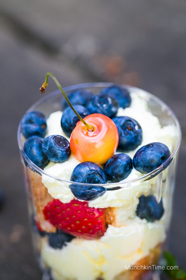 Celebrate 4th of July with this beyond delicious no bake Angel Cake and Berry Trifle Recipe, you will be shocked of how good this summer #dessert is! By www.munchkintime.com