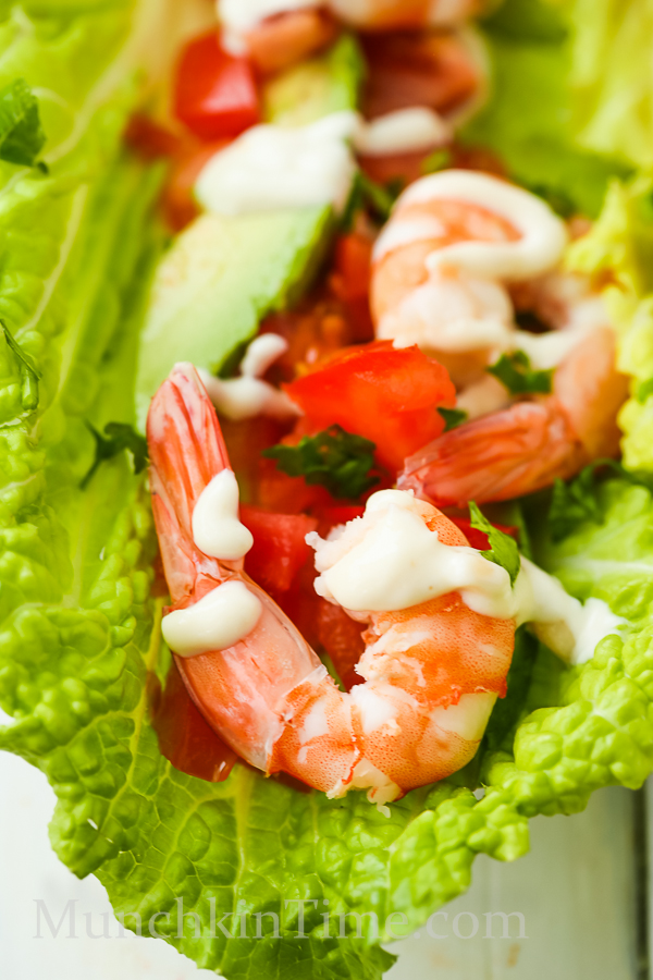 Healthy and delicious Shrimp Lettuce Wraps Recipe - made of Napa cabbage, avocado, tomato, parsey, lemon, pine nuts, mayo, and shrimp. Super delicious and perfect for healthy lunch ideas. #shrimprecipe #healthylunchideas